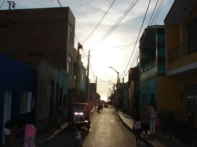 17-febrero,ultimos Avistamientos ESFERA Lila en poste,x 17-febrero-2010 , sunset,Huacho,contacto,ET