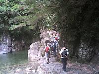 牛ヶ滝へ続く遊歩道