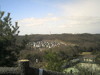 中山の森から瀬戸の町を眺める