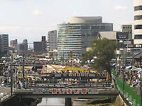 瀬戸川沿いの賑わう出店