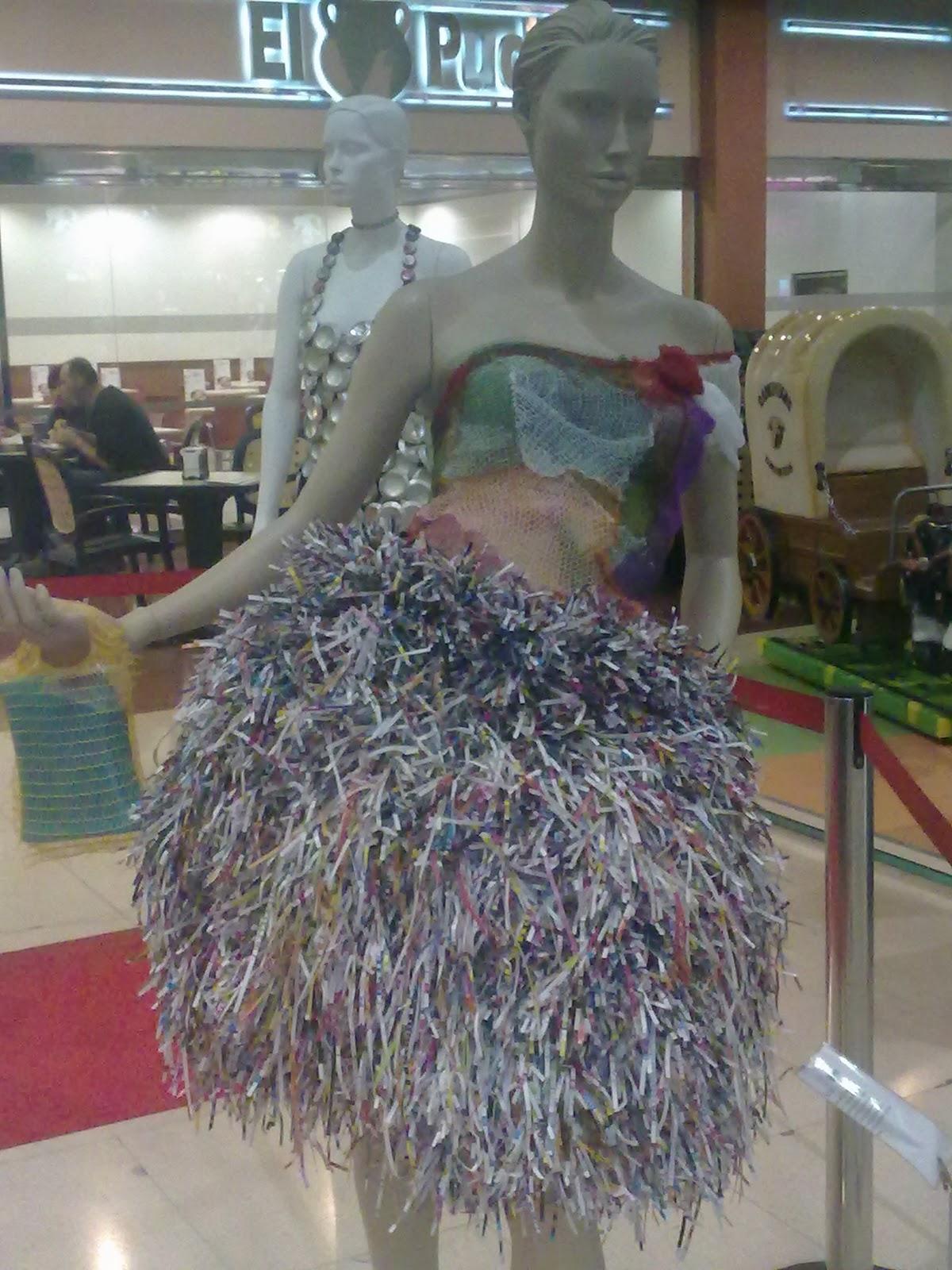 vestido de material reciclado.wmv - YouTube