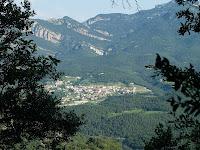 Vistes sobre Vilada i darrera seu la Gotzera, Castell de Roset...