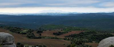 Vistes des de les Roques de la Madrona. Montserrat al fons. Fotografia Carlos Albacete