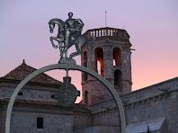 El campanar de Santa Maria vist des del pou