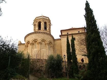 Absis i campanar de Santa Maria des de la baixada a la riera de Pontons