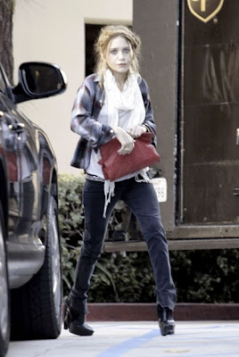 appearances public Ashley and Mary Kate Olsen bag clothes