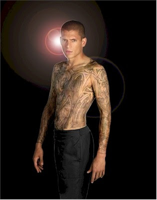 Michael Scofield Wentworth Miller in a desperate attempt to save the life