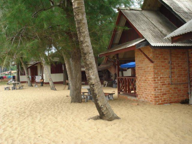 Angullia Beach House Resort