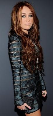 Miley Cyrus donara vestido que usó en los Grammy