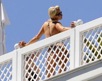 Paris Hilton en Bikini en el Hotel Copacabana Palace