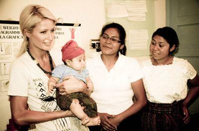 Paris Hilton relata en Twitter su viaje solidario a Guatemala