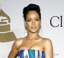 Rihanna olvida a Chris Brown con otro