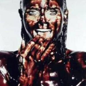 Heidi Klum desnuda y cubierta de chocolate