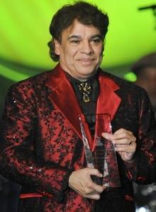 Juan Gabriel recibe el premio a la Persona del año 2009