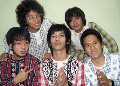 free download album lagu Lelaki Pantang Menyerah d'masiv terbaru. Gratis wallpaper foto d'masiv terbaru dari facebook