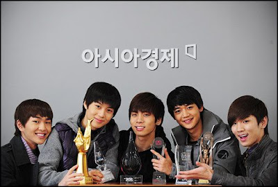 Foto personil Shinee, foto terbaru shinee koleksi foto terbaru shinee dan download video klip shinee