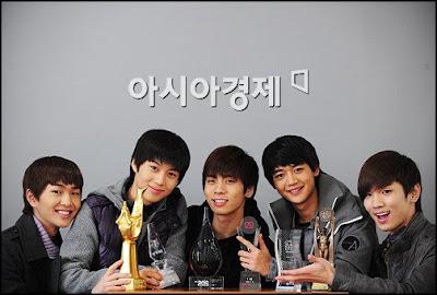 Foto personil Shinee, foto terbaru shinee koleksi foto terbaru shinee dan download video klip shinee