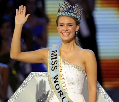 Foto telajang Alexandria Mills Miss World 2010 beredar di Internet. Foto bugil Alexandria Mills Miss World 2010