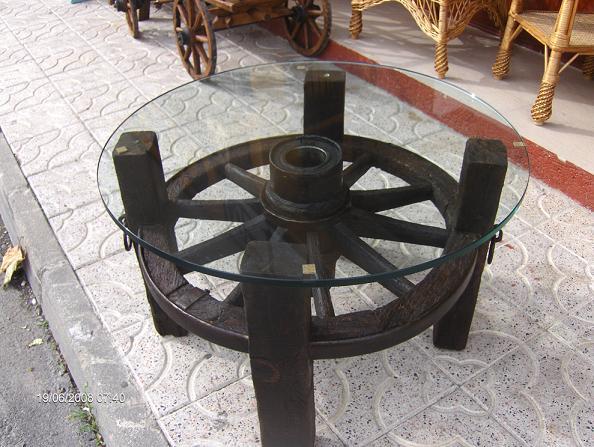 El mueble artesano rural enero 2011 - Mesas con ruedas de carro ...