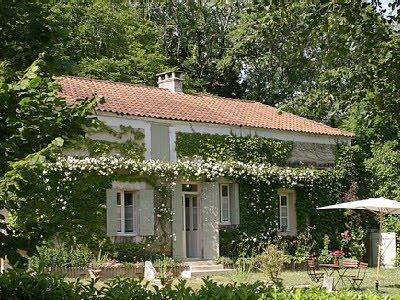 Casa nic fiori bianchi in campagna for Planimetrie della casa di campagna francese