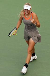 Wozniacki beat Azarenka