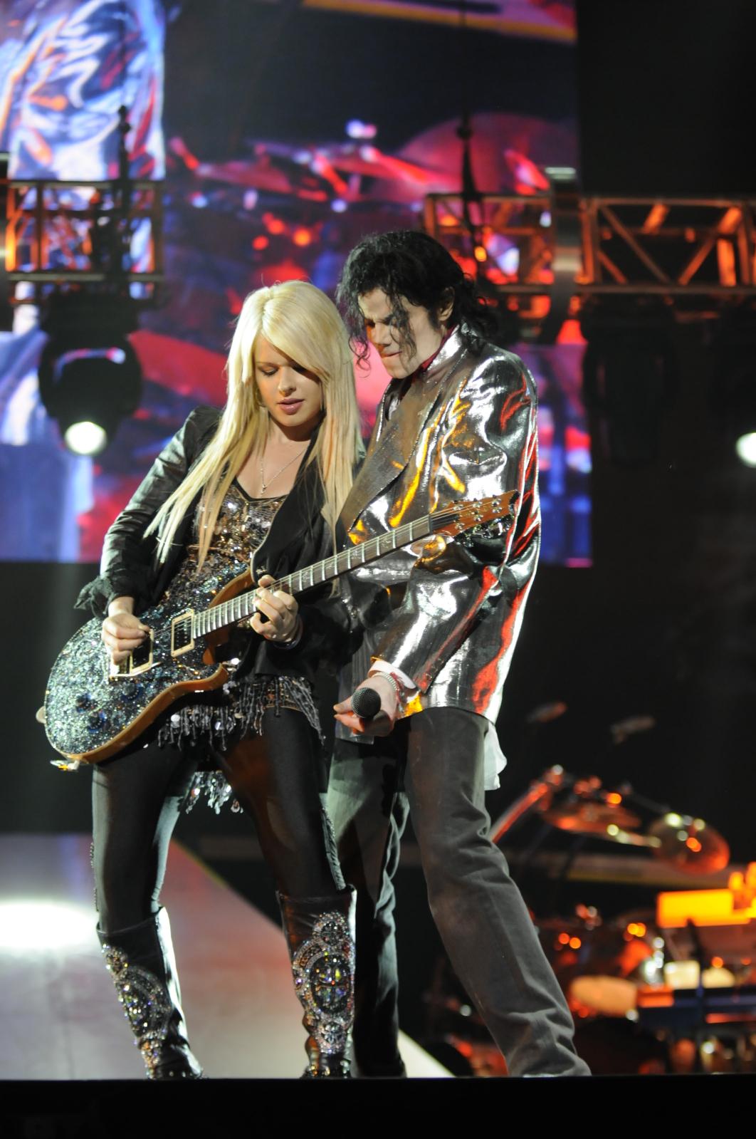 http://2.bp.blogspot.com/__iuYbs5zGVw/TRbWCxgAWpI/AAAAAAAAASo/w0f7BHRTj18/s1600/michael-jackson-this-is-it-guitar-1.jpg