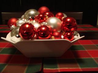 Free Christmas Balls Wallpapers