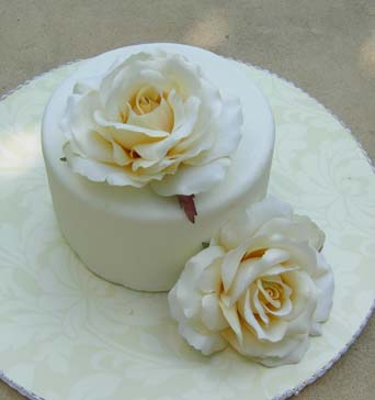 Small wedding cakes with white roses