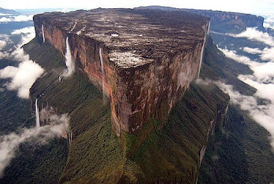 The Beautiful Mount Roraima - Travel and Tourism Seen On  www.coolpicturegallery.us