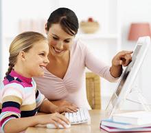 Madre o maestra mostrando enseñanzas.