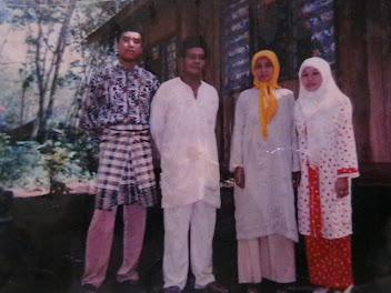 Gambar abah kami : Allahyarham Abah Jaffar Bin Mawi. Nombor dua dari kiri.