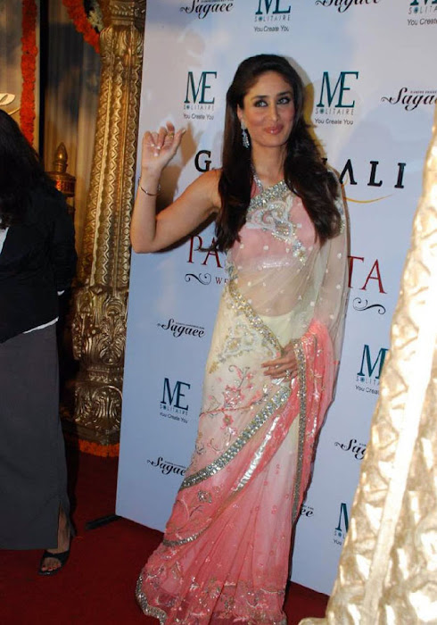 Kareen Kapoor in a Cream Transparent Chammak Challo Saree kareena kapoor glamour  images
