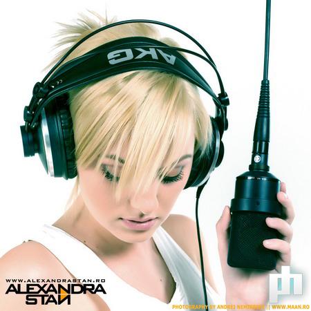 "Como podéis ver arriba a la izquierda debajo de ""indice ""  Alexandra+Stan+-+Mr.+Saxo+Beat"