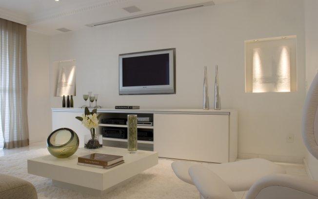 decoracao branco gelo:branco predomina no projeto da arquiteta Cibele Petrangelo. Ela