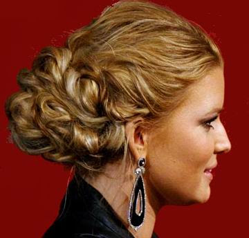 Messy Braid. Easy prom hairstyles that are beautiful and attractive.