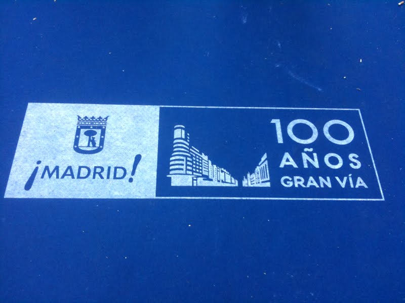 Es madrid no madriz fiesta en gran v a for Mas alfombrar