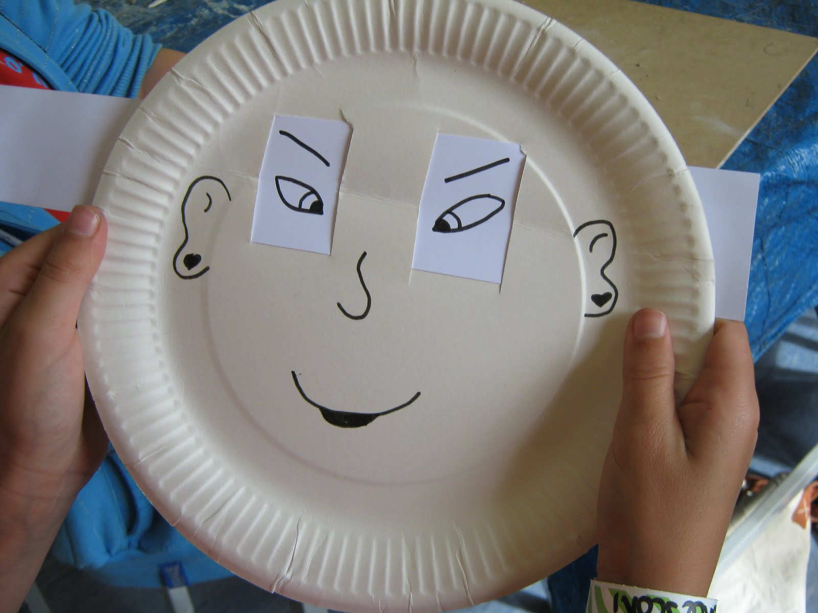 1. cut 4 slits into a paper plate 2. cut a strip of white paper and thread through the plate so that 2 u0027eyesu0027 can be seen 3. draw the eyes and a face & Hayley Fern: paper plate u0027change-an-expressionu0027 face