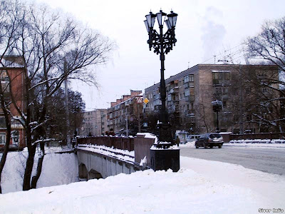 Снег на улицах города.