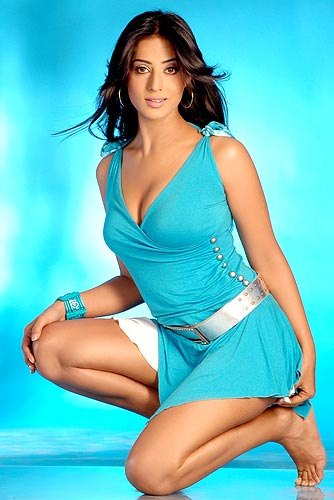 latest bollywood wallpapers. ollywood heroines wallpapers.
