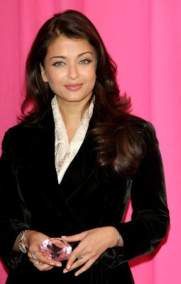 Aishwarya Rai Latest Romance Hairstyles, Long Hairstyle 2013, Hairstyle 2013, New Long Hairstyle 2013, Celebrity Long Romance Hairstyles 2391