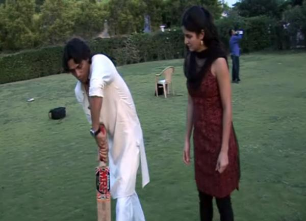 Katrina Kaif Playing Cricket with her co stars Arjun Rampal and Ranbir Kapoor