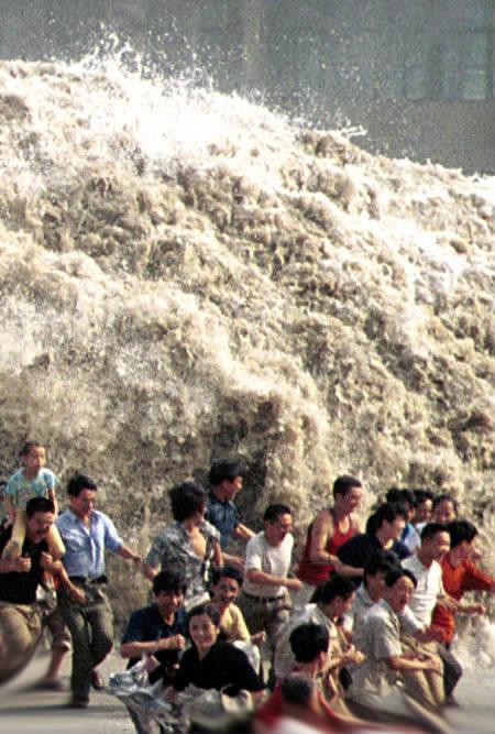 http://2.bp.blogspot.com/__wlmFpzNgHk/TBek-YITpKI/AAAAAAAAAAU/5jZJ-hoSSrI/s1600/tsunami.jpg