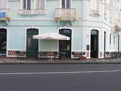 Cafés emblemáticos junto à Praça do Infante