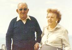 Papá y mamá en el dique de Cruz del Eje