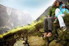 El solamente es mi roca y mi salvación. Es mi refugio, no resbalaré.