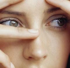 Tus ojos miren lo recto, Y diríjanse tus párpados hacia lo que tienes delante.