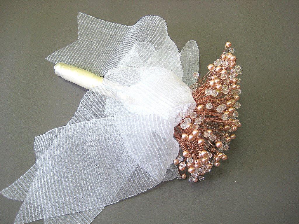 Необычный свадебный букет из бисера.