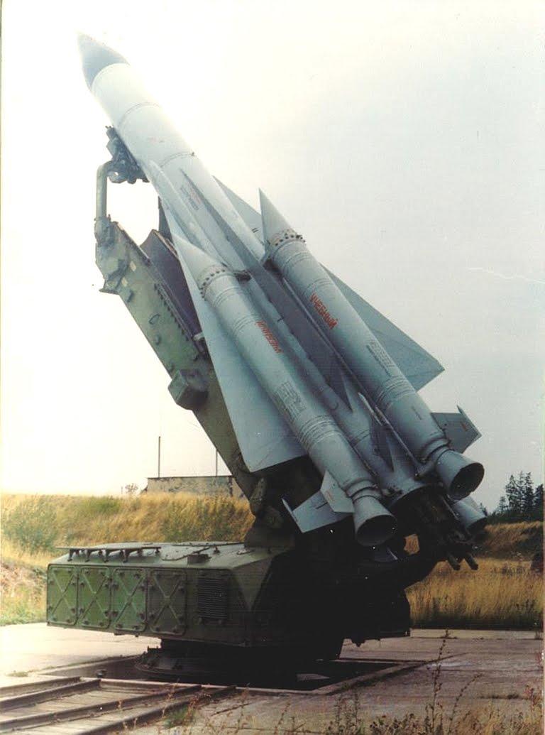 http://2.bp.blogspot.com/_a-ZiWkYqOVk/TGh4Y6_EX4I/AAAAAAAAAfE/yabh8kAAogg/s1600/coreia+do+norte+anti-aereo.jpg