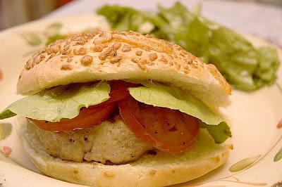 Burgers de poulet farcis au brie et au tomates séchées Hamburger+au+poulet+farci+au+brie