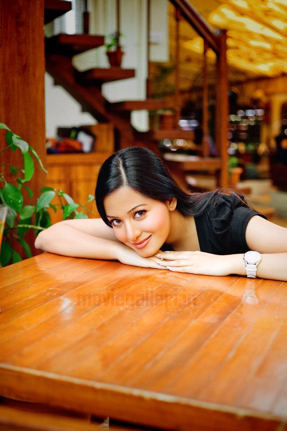 http://2.bp.blogspot.com/_a0MmXhIS91M/TGyz3wWwwDI/AAAAAAAAIfo/t_YYggyu-w0/s1600/Actress_Preetika_Rao_Stills_photos_05.JPG